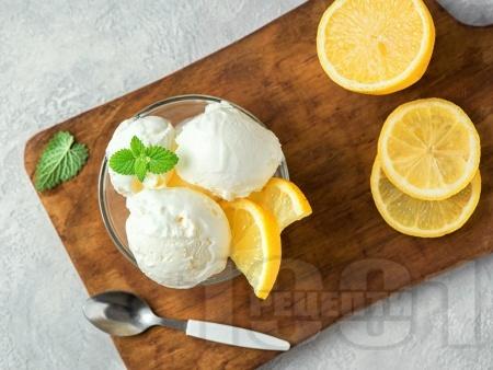 Домашен свеж лимонов сладолед със сметана, жълтъци и прясно мляко - снимка на рецептата